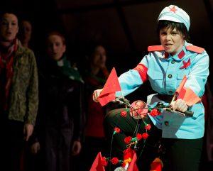 Kommilitonen (Maxwell Davies), Rolle: Zhou, Stadttheater Gießen, Fotograf: Rolf Wegst